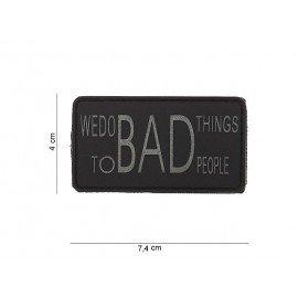 Parche de PVC Hacemos cosas malas en gris y negro (101 inc.)